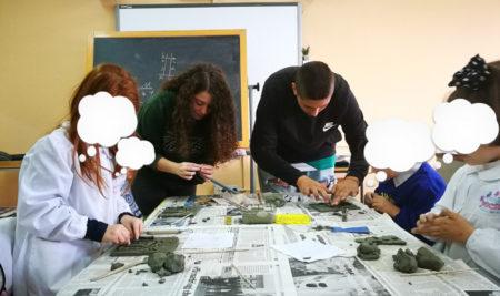 """Gli alunni del Liceo Artistico fanno da tutor ai bambini delle classi terze della scuola primaria """"G. Falcone"""" di Mesagne"""