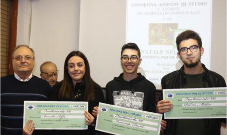 """Consegnate le borse di studio agli alunni dell' """"I.I.S.S. Marzolla Leo Simone Durano"""" da parte dell'Associazione Jonathan"""