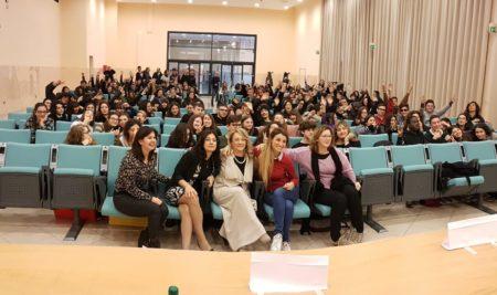 LA SCRITTRICE BENUSIGLIO INCONTRA LE FAMIGLIE DELL'IISS MARZOLLA-LEO-SIMONE-DURANO