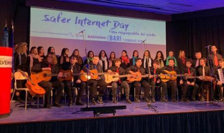 """SID – Safer Internet Day I ragazzi del Liceo Musicale """"Durano"""" a Bari"""