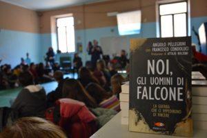 Vale la pena rovinarsi la vita per un Rolex Il generale Pellegrini, spalla del giudice Falcone, incontra il Liceo Simone-Durano